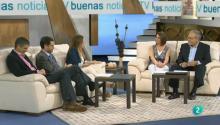 Los tres invitados hablan junto con los presentadores de educación sexual y BIblia