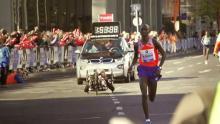Un atleta corre la maraton